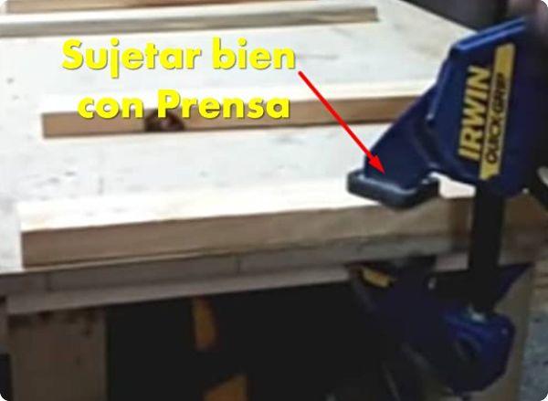 Sujetar bien con prensa la madera durante el mecanizado con la avellanadora